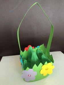 Osterkorb aus Eierkarton - eine von vielen tollen Bastelideen auf Spielzeug.de zu #Ostern #DIY