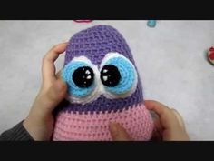 amigurumi-pattern -  how to embroider specks on the eyes and how to attach the pupils - YouTube