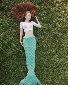 She imagined waves as green as emeralds they lulled her right to sleep  gorgeous photo of @treasure.coast.mermaid by @thestorey Get this blanket at www.seatailshop.com  #magical #fairytail #mermaidtailblanket #mint #seafoam #giftideas #bemagical #beamermaid #seatail