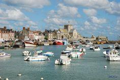 Barfleur, Manche : A Barfleur, dans l'un des plus beaux villages de France, ce petit port de pêche aux maisons de granit était au Moyen-Âge le premier port du royaume Anglo-Normand.  ©  Gilles Boisset