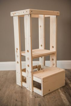 30 Surprisingly Easy Woodworking Projects for Beginners - Simple Tips Woodworking Table Plans, Beginner Woodworking Projects, Woodworking Videos, Learning Tower, Diy Stool, Diy Wood Projects, Diy Furniture, Furniture Design, Outdoor Chairs