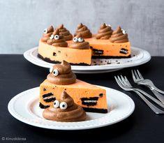 Emoji-teema jyrää nyt leivonnaisissa. Yksi emoji on näin halloweenin alla ylitse muiden: se on tietenkin gagga .  Yhdistin kakkuun syksyisen värityksen ja mustanpuhuvat Oreot, jotka antavat appelsiinitäytteelle kivan efektin.