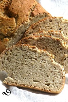 By this cold nothing like this good nutritious little bread for breakfast, with wholemeal flour, and oatmeal, to taste with jam or cheese … Bon appetit! Oatmeal Bread, Food Photo, Coco, Love Food, Bakery, Brunch, Food And Drink, Easy Meals, Favorite Recipes