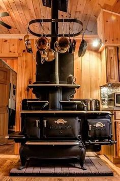 32 amazing examples of cabin decor beige house posts камин, Antique Kitchen Stoves, Antique Wood Stove, How To Antique Wood, Vintage Kitchen, Kitchen Wood, Kitchen Decor, Wood Burning Cook Stove, Wood Stove Cooking, Into The Woods