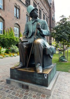 Statue of Hans Chris