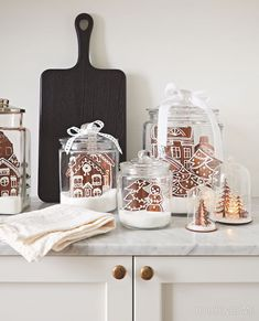 Keep sweets on display, like this tasty kitchen vignette with gingerbread cookies. & Photographer: Angus Fergusson & Designer: Produced by Morgan Michener and Joel Bray Source by houseandhome Gingerbread Decorations, Christmas Gingerbread, Christmas Love, Christmas Holidays, Gingerbread Cookies, Christmas Gifts, White Gingerbread House, Christmas Manger, Christmas Displays