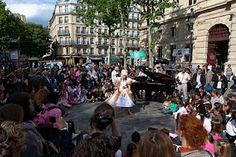 Kreider's Korner Photographs: Street Opera in Le Marais, Paris