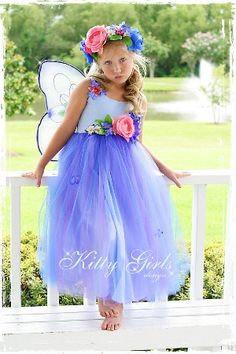 Fairy Costumes lace and glitter galore ! Fairy Costume Kids, Faerie Costume, Costume Hats, Dress Up Costumes, Halloween Costumes, Fairy Costumes, Halloween 2018, Costume Ideas, Sleeping Beauty Fairies