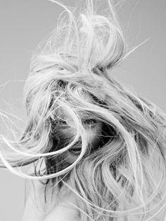 Messy, wild blonde hair // Love this!