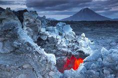 Intense Close-Range Photos Taken at the Edge of a Volcano - My Modern Metropolis