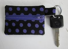 k handmade: Mini coin pouch tutorial Coin Purse Pattern, Coin Purse Tutorial, Zipper Pouch Tutorial, Pouch Pattern, Tote Tutorial, Tutorial Sewing, Diy Coin Purse, Diy Clutch, Small Coin Purse