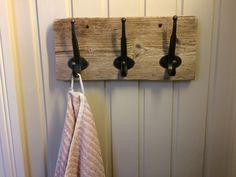 Knagger montert på drivved Nye, Bathroom Hooks, Cottage, Mountains, Casa De Campo, Cottages, Cabin, Bergen