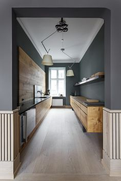 If you are having a sleek and modern theme kitchen in your house, you might need to have some of these best galley kitchen ideas. There are a lot of design ideas you can take as inspiration in this article. Interior Design Minimalist, Interior Design Kitchen, Modern Design, Room Interior, Nordic Design, Interior Design With Wood, Nordic Style, Apartment Interior, Rustic Design