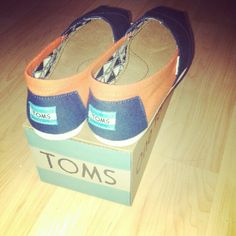 navy TOMS great for UVA fans!