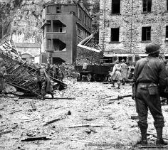 Reddition des soldats allemands. Ils sortent des installations souterraines de la Montagne du Roule.