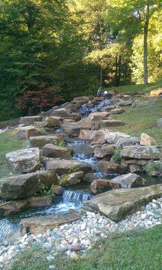 The Best Stone Waterfalls Backyard Ideas – Pool Landscape Ideas Backyard Stream, Garden Stream, Backyard Water Feature, Ponds Backyard, Water Garden, Backyard Waterfalls, Waterfall Landscaping, Garden Waterfall, Pond Landscaping