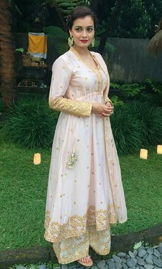 Looking for ideas on what to wear to a wedding? Take cues from the beautiful Bollywood actress Dia Mirza. Pakistani Formal Dresses, Pakistani Outfits, Indian Dresses, Indian Outfits, What To Wear To A Wedding, Dresses To Wear To A Wedding, Wedding Suits, Bollywood Fashion, Bollywood Actress