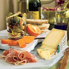 Instant Italian Cheese Tray Make a ho-hum cheese tray spectacular with a few unexpected additions. One large wedge of cheese looks like you splurged, but it's actually less expensive than offering several smaller choices. Last Minute Appetizer, Easy Appetizer Recipes, Appetizer Ideas, Quick Appetizers, Charcuterie, Kos, Tapas, Italian Cheese, Recipe Finder