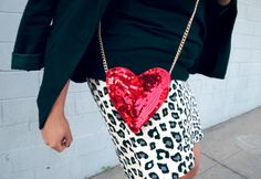 This is a perfois accessory!!   Glitter N Glue DIY Sequin Heart Shaped Valentine's Purse DETAIL