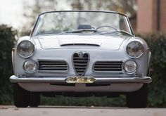 15 White Cabriolets Dripping With Vintage Coolness - Airows Alfa Romeo 2600, Alfa Romeo Cars, Classic Sports Cars, Classic Cars, Grand Luxe, Pompe A Essence, Alfa Romeo Spider, Day Van, Cabriolet