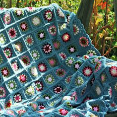 Crochet granny square blanket - Coco Rose Diaries