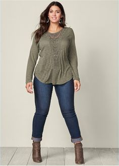 Curvy Girl Fashion Outfits, Plus sized clothing, fashion tips, plus size fall wardrobe and refashion. Fall and Autmn Fashion Outfits Trends for Plus Size. Look Plus Size, Plus Size Casual, Plus Size Jeans, Casual Plus Size Outfits, Plus Size Tops, Plus Size Style, Plus Size Formal, Stylish Outfits, Plus Size Fashion For Summer