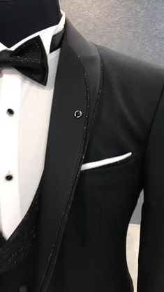 Men's Elegant Suit, Video; shared by Buchwald Jewelers Miami. From pre-owned Rolex -to- Tag Heuer & Bvlgari, we have been committed to the very best in jewelry and watches since 1932 #mensuit #menselegantsuit #mensuitvideo #mensfashionvideo #stylishsuitvideo #mensfashiontips #forhim Designer Tuxedo, Designer Suits For Men, Designer Clothes For Men, Green Suit Men, Black Suits, Best Wedding Suits For Men, Indian Wedding Suits Men, African Wear Styles For Men, Blazer Outfits Men