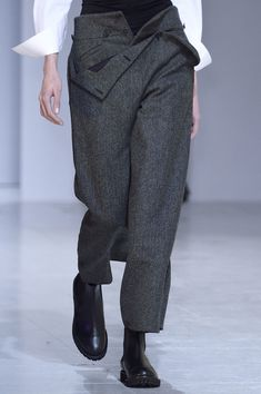 """Hussein Chalayan at Paris Fall 2016. RushWorld says these pants are an uncouth oddity, not fashion. Are these """"gang""""pants? TREND-IMPOSSIBLE! Very Hobo. Explore fashion on RushWorld boards,  UNPREDICTABLE WOMEN HAUTE COUTURE,  WTF FASHIONS,  WELCOME TO HELL HERE ARE YOUR SHOES,  HAT FASCINATOR OR DUMBFOUNDER? and DOGS DRIVING CARS.  See you at RushWorld!  New content daily."""