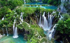 クロアチア 世界一美しい滝をもつといわれる世界遺産プリトヴィツェ湖群国立公園