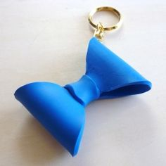 DIY Bow Key-Chain: A Step-by-step tutorial. with polymer clay? Clay Projects, Diy Craft Projects, Fun Crafts, Diy And Crafts, Arts And Crafts, Craft Ideas, Diy Ideas, Fete Ideas, Cute Keychain