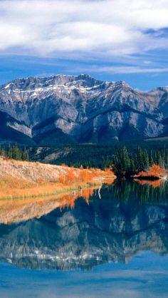 ✯  Autumn Lake - Jasper National Park - Alberta, Canada