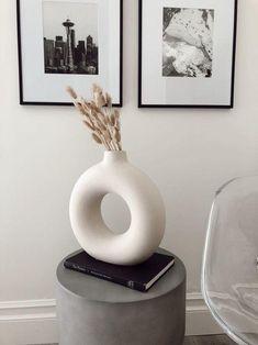 H Und M Home, Hm Home, Home Decor Styles, Home Decor Accessories, Decorative Accessories, Interior Design Minimalist, Minimalist Sofa, Minimalist Decor, Contemporary Vases
