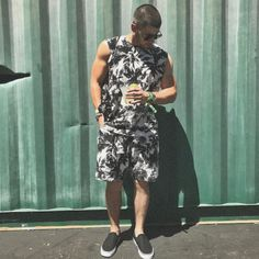 Coachella Day Two: Nick Jonas Is Lost In The Desert And Rihanna Is Queen Petty - http://oceanup.com/2017/04/16/coachella-day-two-nick-jonas-is-lost-in-the-desert-and-rihanna-is-queen-petty/