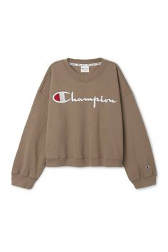 The Weekday x Champion 2016 Fall/Winter Capsule Offers Unconventional Silhouettes: Cropped hoodies, sweatpants, T-shirts and more. Hoodie Sweatshirts, Crewneck Sweaters, Habit Vintage, Vogue Paris, Club Outfits Clubwear, Champion Clothing, Mode Glamour, Business Mode, Elegantes Outfit