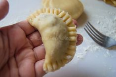 Empanadas, also known as turnovers or hand pies, are perfect as snacks or appetizers and can be filled with anything you can imagine. This flaky pastry treat is of Spanish origin and quite famous i… Filipino Appetizers, Filipino Recipes, Pinoy Recipe, Filipino Food, Filipino Empanada, Flaky Pastry, Pinoy Food, Hand Pies, Empanadas