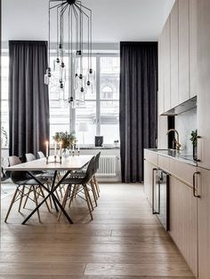 black curtains in the house Home Interior, Interior Decorating, Black Curtains, Beautiful Interior Design, Scandinavian Living, Scandinavian Interiors, Dining Room Design, Dining Area, Window Coverings