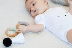 """Mordedor y body umbilical Teethers and """"hi world"""" onesie Made and designed in Spain"""