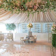 This @jacksondurhamevents wedding is looking absolutely gorgeous! Photo: @aarondelesie | Planning: @eastonevents #weddinginspo