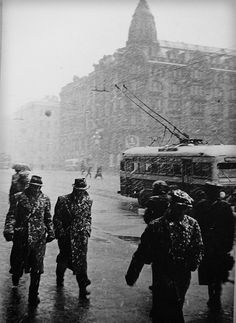 Winter in St Petersburg.  Fedoras and trench coats need to be a classy thing again.