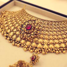 Bridal gold showstoppers by Azva #Goldjewellery #luxury #style #GoldJewelleryDesignBridal