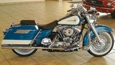 Photo of 2001 Harley Davidson FLHR Road King motorbike with teal and white retro look custom paint job. #harleydavidsonroadking #harleydavidsonbagger