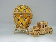 Lilies of the Valley Egg Musical Faberge Eier, Fabrege Eggs, Russian Jewelry, Alexandra Feodorovna, Egg Decorating, Easter Eggs, Antique Jewelry, Arts And Crafts, Carving