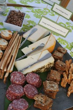 Cheese Platter - elegant hors just needs olives,pears and grapes Meat Platter, Food Platters, Cheese Platters, Charcuterie And Cheese Board, Cheese Boards, Appetizer Recipes, Appetizers, Fresco, Party Dishes
