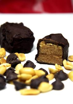 Pin for Later: Treats For the Ultimate Healthy Halloween Vegan Snickers Enjoy a healthy spin on the salty and sweet taste of Snickers by taking a bite out of this vegan version. Healthy Chocolate Desserts, Healthy Desserts, Chocolate Recipes, Healthy Foods, Snickers Chocolate, Chocolate Sweets, Brownie Recipes, Eating Healthy, Clean Eating