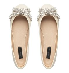 super cute shoes for an outdoor wedding