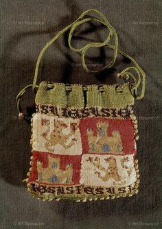 , 13TH, 13TH CENTURY, ARMOUR: BUCKLER, ARMOUR: PAVESE, ARMOUR: SHIELD, Bag, BAG, HANDBAG, Buckler, CASTILE, CATEDRAL-INTERIOR, crest, Economy, ESPAÑA, Everyday Life, FOLDABLE BAG, Handbag, Mediaeval, Medieval, MEDIOEVO, MEN'S FASHION, MENSWEAR, MIDDLE AGE, Middle Ages, MONEY-BAG, MUDéJAR, MUDEJAR ART, MUDEJAR OBJECT, Object, OBJECT ARABE, OBJET, Pavese (Shield), POCKETBOOK, Purse, Shield, SIGNBOARD, Spain, SUMPTUARY ARTS, TEXTILES, TEXTILES AND CLOTHING, TOLEDO, TOLEDO CATHEDRAL-INTERIOR…