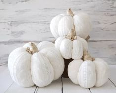 Emmaline Bride - Handmade Wedding Blog If you're planning a fall wedding and you want to decorate with stylish and modern accessories, white pumpkins are the way to go. They're stylish, modern, and, thanks to new… Handmade Wedding Blog White Pumpkins, Fall Pumpkins, White Pumpkin Decor, Rustic Decor, Farmhouse Decor, Farmhouse Style, Sweater Pumpkins, Plaid Flannel Fabric, Rustic Halloween