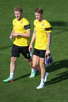 Kuba and Marco Reus Perfect Legs, Smart Outfit, Dream Team, Beautiful Legs, Football Players, Running, Clothes, Inspiring People, Mario