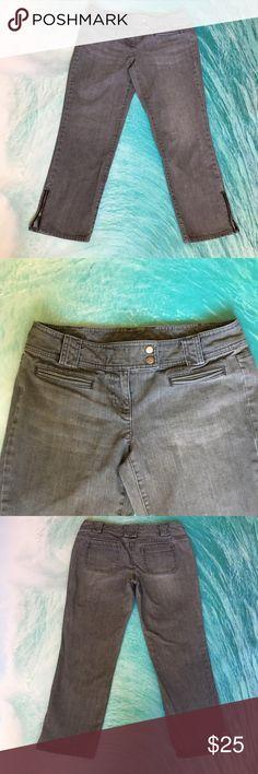 "⚡️Flash Sale⚡️🌷Ann Taylor LOFT cropped leg jeans 🌷💕Amazing Ann Taylor Loft capris 💕🌷 with zippers on legs💓💕😊 Size 4 🌷Inseam 24"" Ann Taylor LOFT Jeans Ankle & Cropped"