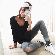 Outfit gris - AGAIN - comme le temps !   #Look : bandeau @maho_store • pull @cosstores • jean @zara ( ancienne co) • chaussettes à paillettes d'amour @hm • stan smith @shoesbar_nantes @centrebeaulieu • stickers coque @uniqfind  #happymood #nantes #instablogger #niceday #xo